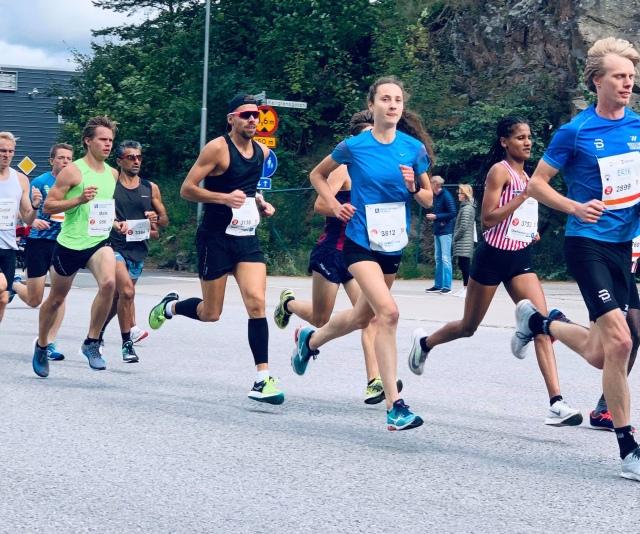Kretsloppet 2019 efter ca 500 m. Jag längst till höger i bild. Ove Nilsson i glasögon och calf gards. Mats Öhrstig i grön tischa.