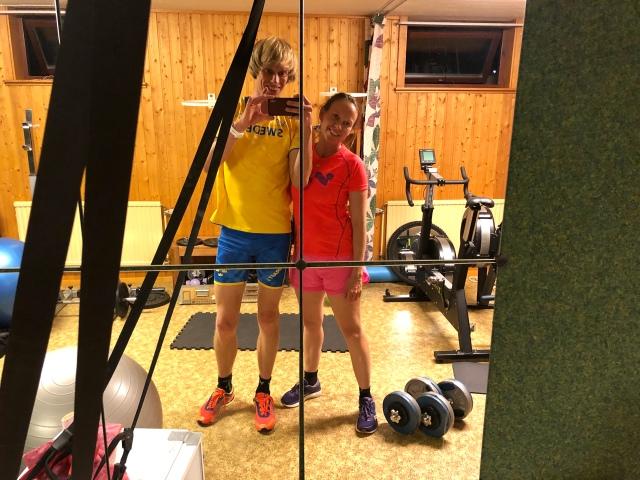Ida och jag efter avslutat pass hemma i atletklubben i källaren.