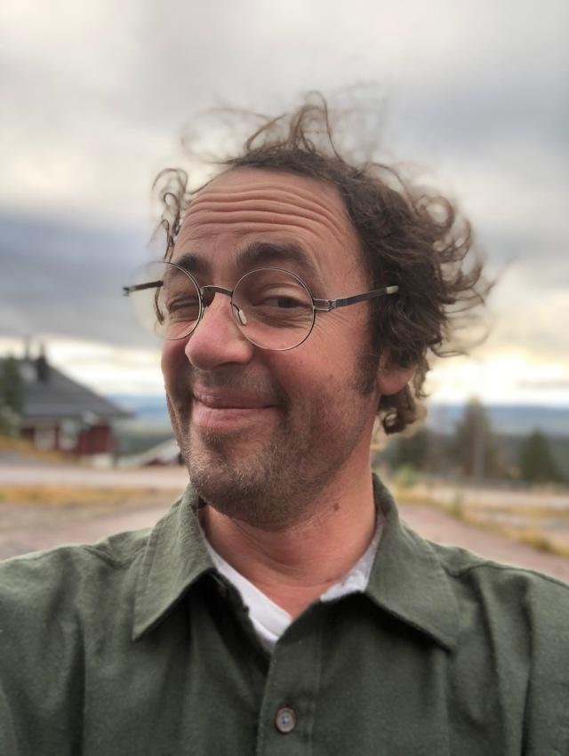 Niklas Bergh tar en selfie