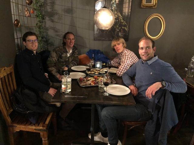 Simon Grenlöv, Jakob Böhm, jag och Magnus Sjöbjer på Grill och gryta i Borås. Gott!