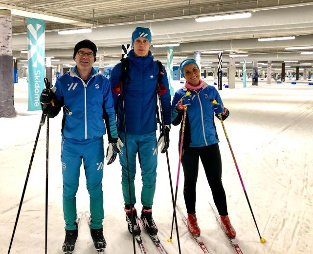 Tekniklektion i Skidome med först Per Eklund och sedan Anna-Karin Lillevars, båda adepter som följer träningsprogrammen i Wickström Coaching. Instruktör.