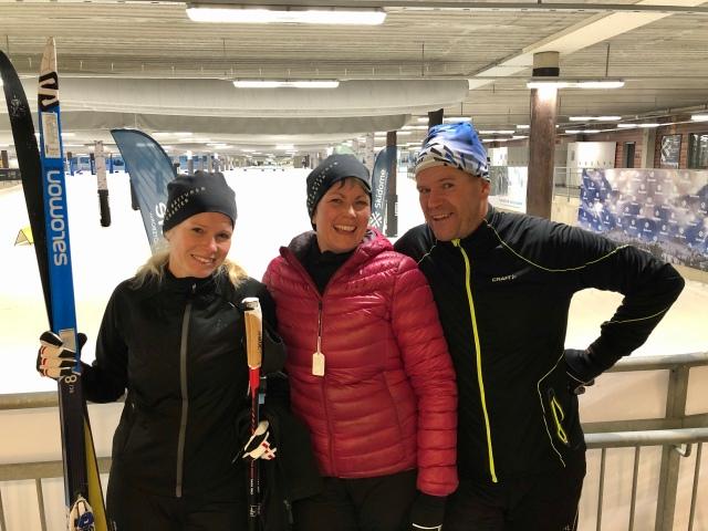 Janne Wikström samt Annika och Emelie ska utveckla sin skidåkning. Jag har givit ett par skidlektioner i Skidome samt föreläst på deras företag. Kul att ses flera gånger!