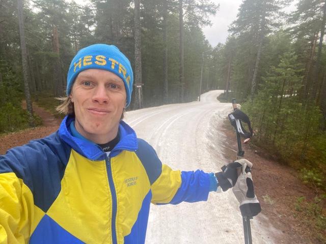 Mitt första skidlopp sedan jag bytte tillbaka till min moderklubb Hestra IF Borås. Mössa, överdrag och tävlingsdräkt är från när jag var ungdom och junior.