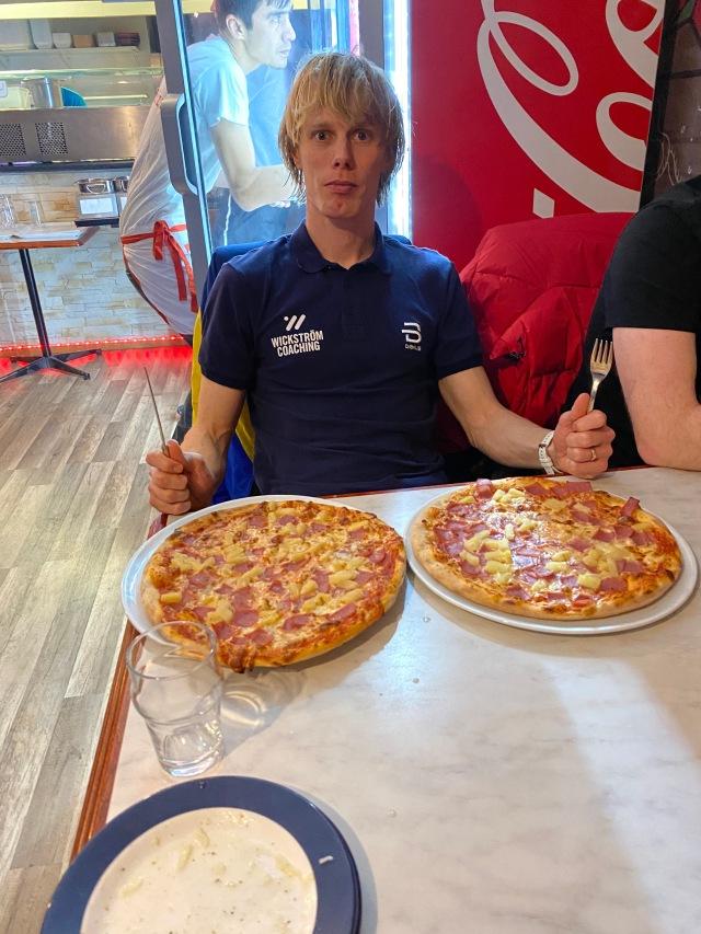 Jag åt dubbelhawaii på Pizzeria Torino efter loppet...