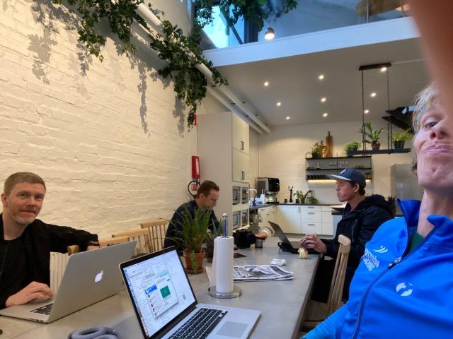Brainforest. Jag var för första gången inne på deras nya kontor dit de flyttade för gissningsvis ett halvår sedan. Fint! På bilden syns förutom mig herrarna Niklas Johansson, Jojje Borssén och Jonas Colting.