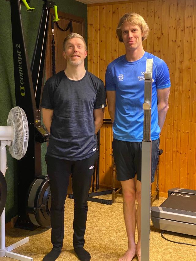 Niklas Johansson och jag i atletklubben hemma i källaren