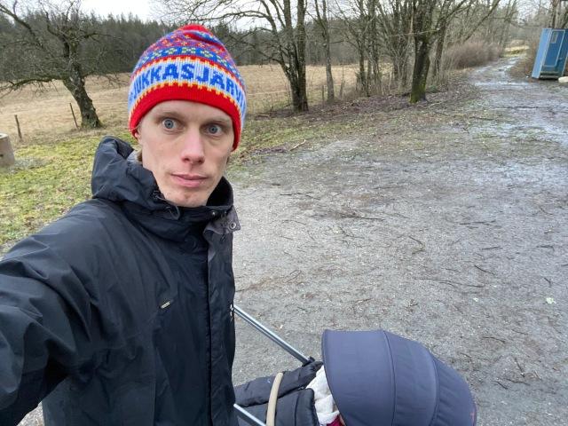 Barnvagnpromenad med Stig