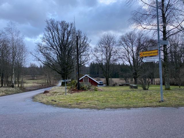 Ryssnässlingan. Samma nedfart som till vattenskidklubben vid sjön Björken i Viared.