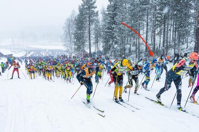 """Starten Vasaloppet 2020. Till vänster syns en saxande Erik """"Bygg"""" Johansson från Tranemo. Foto: Magnus Östh"""