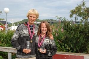 Hadsel Halvmarathon 2009 i norra Norge. Ida sprang milloppet och var enda deltagare i sin klass. Hon är sjukt nöjd över det priset, som vi fortfarande som dricksglas.