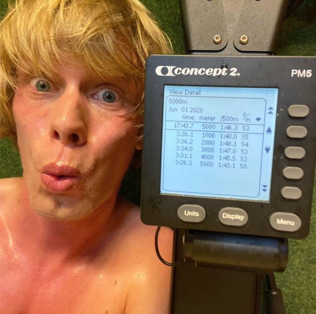 5000 m SkiErg på 17.43 min. Motstånd 8.