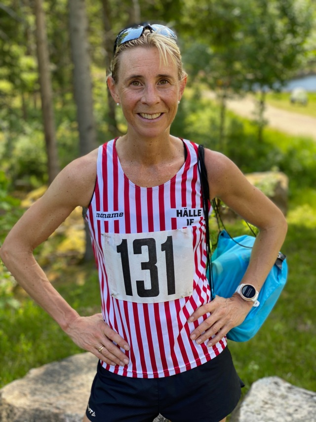Annelie Johansson åkte ihop till loppet. Hon gillar kupering, men inte stökiga stigar, så hon tappade tid andra halvan. Men ändå en starkt andraplats.