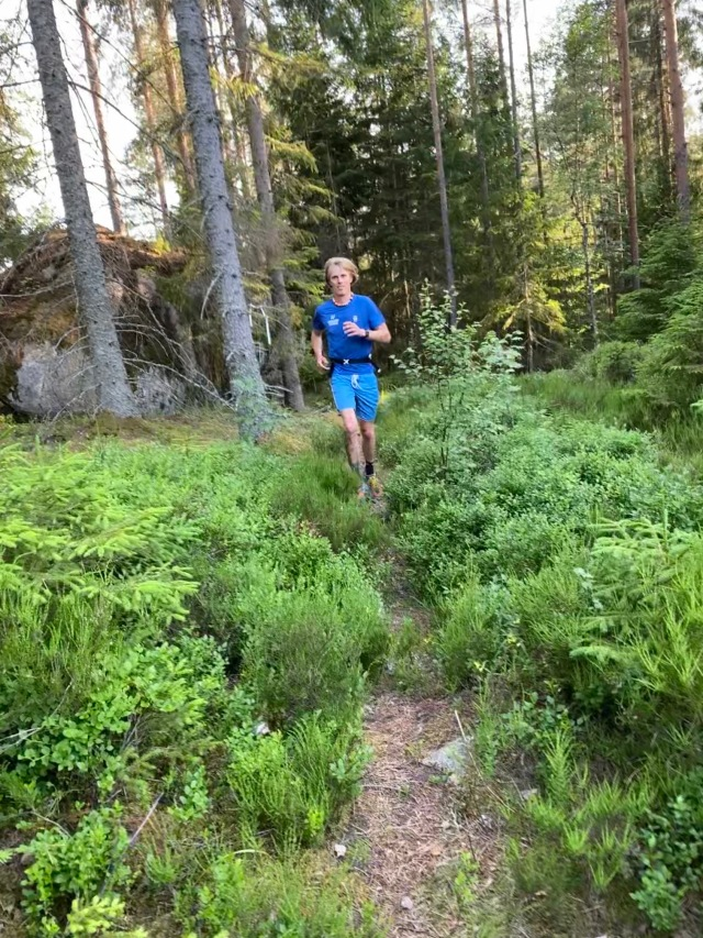 Löpning på Kyrkstigen väster om Tivedstorp i närheten av Bergslagsleden