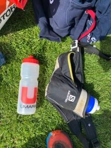 Tre flaskor sportdryck/gel från Umara med flaskbälte från Salomon. Bra upplägg.