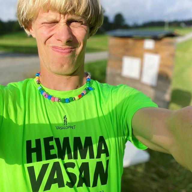 Hemmavasan X8. I mål efter 90 km löpning (t o m 93,76 km). 18 varv på Nordtorps 5,2 km-spår.