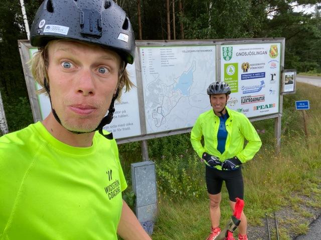 Henrik Alm och jag efter x antal varv på rullskidbanan i Gnosjö, varav det näst sista i full fart.