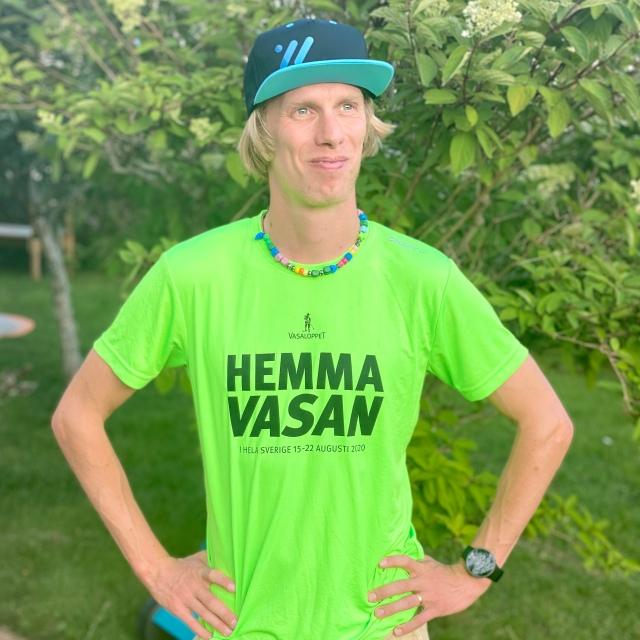 Hemmavasan 2020. Grön t-shirt från Vasaloppet.