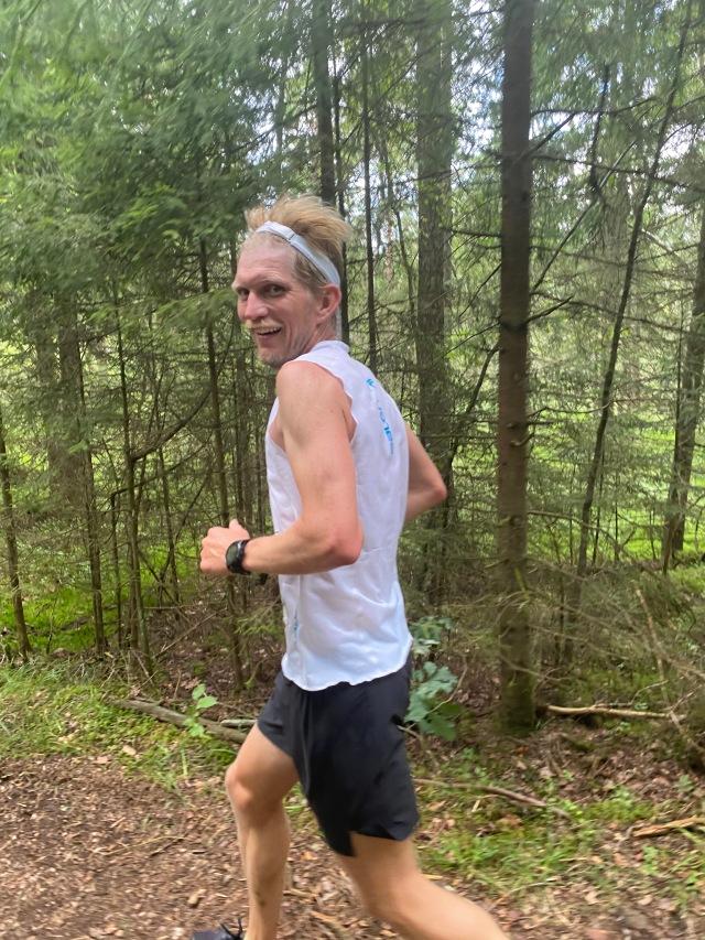 Peder Hallberg hade sprungit 5000 m bana samma dag, men kom tacksamt upp och joggade med ett varv.