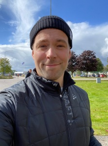 Daniel Abrahamsson stod med ett par extrastavar åt mig och vårdade mina bilnycklar och telefon med bravur. Han passade också på att ta en selfie.
