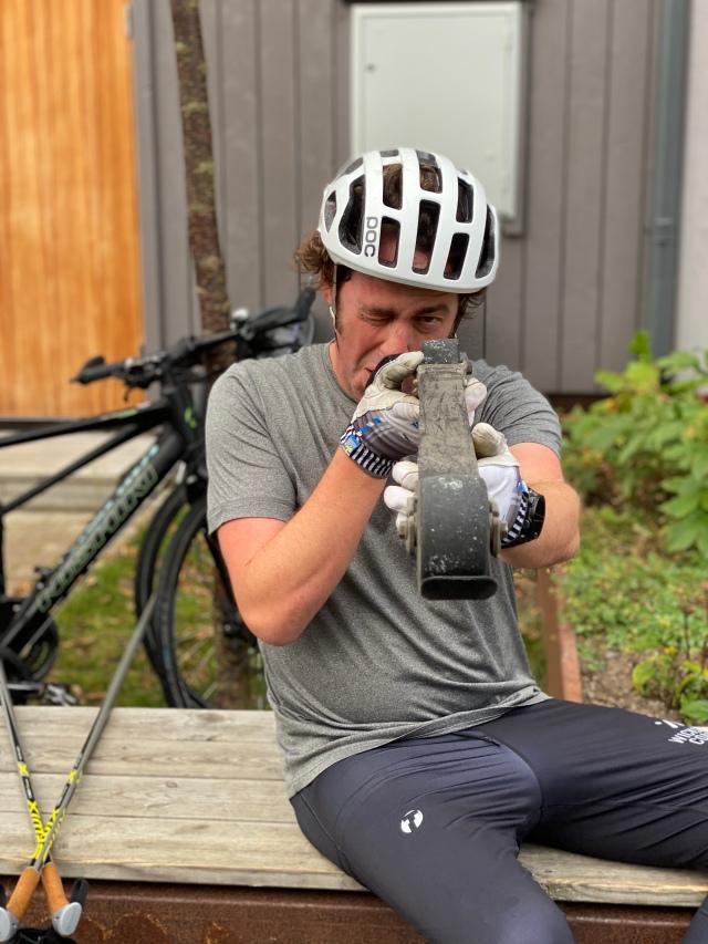 Niklas Bergh synar sina rullskidor