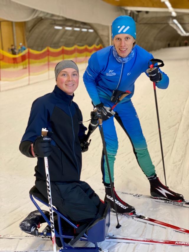 Christoffer Lindhe i sitski i Torsby Ski Tunnel. Skidlektion.