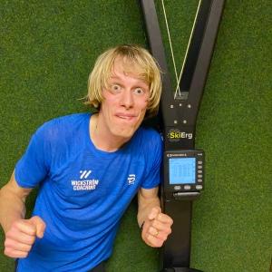 5000 m SkiErg på 17:23.9 på motstånd 10 på PM5.