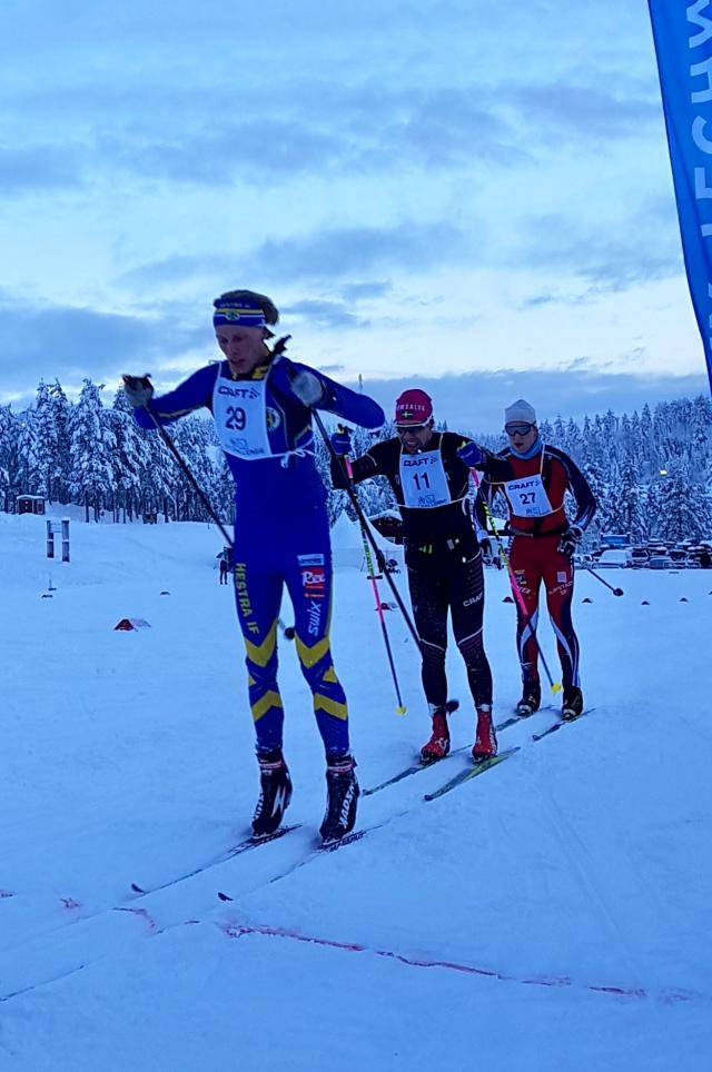 Ut på andra varvet i Craft Ski Marathon. Jag, Adam Steen och doldisen Alfred Nilsson