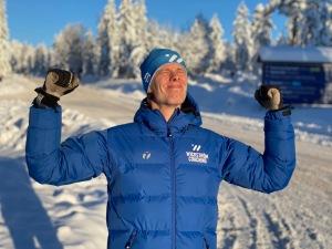 Både solen och Wickström Coaching-jackan från Trimtex värmde efter loppet