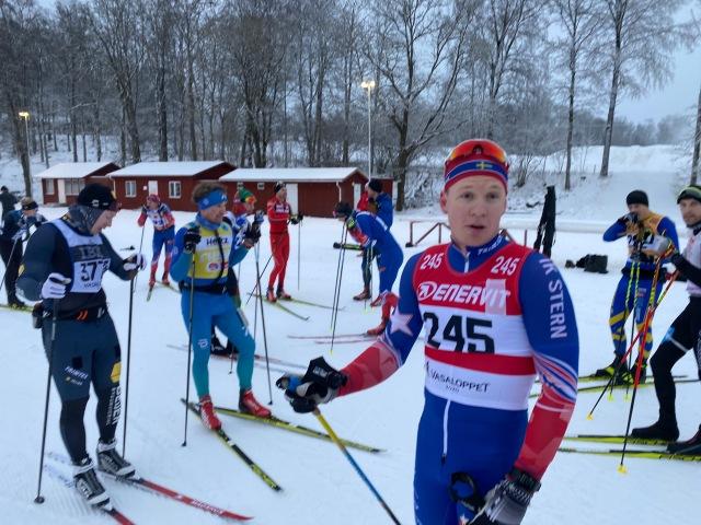 Samuel Hahnsson m fl i träningstävling på Borås skidstadion. Självklart hade vi gamla nummerlappar på oss. Det är något jag gillar.