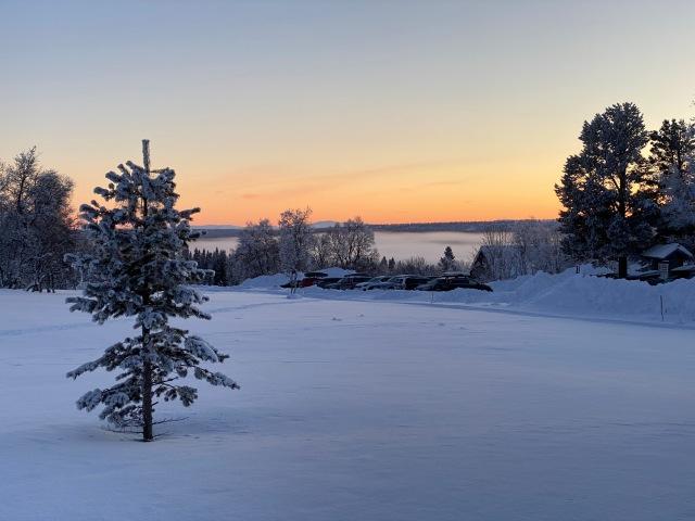 STF Grövelsjön Fjällstation i solnedgången