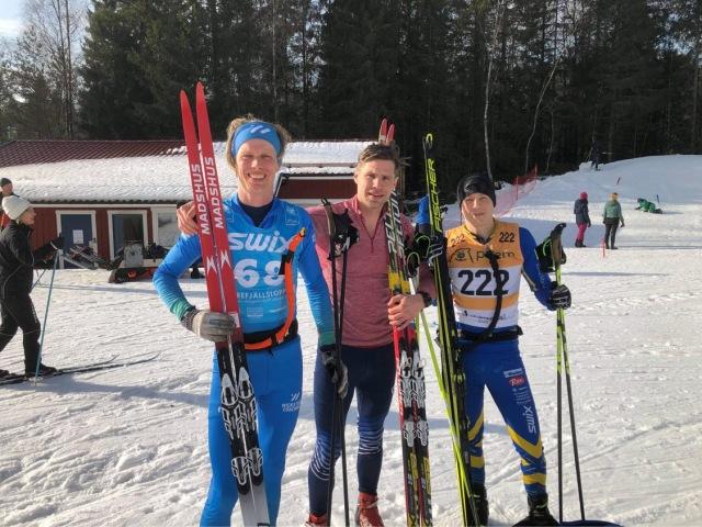 Hårt långpass med Robert Malmgren och Henrik Litzell vid Hestrastugan. Foto: Johan Österlund.