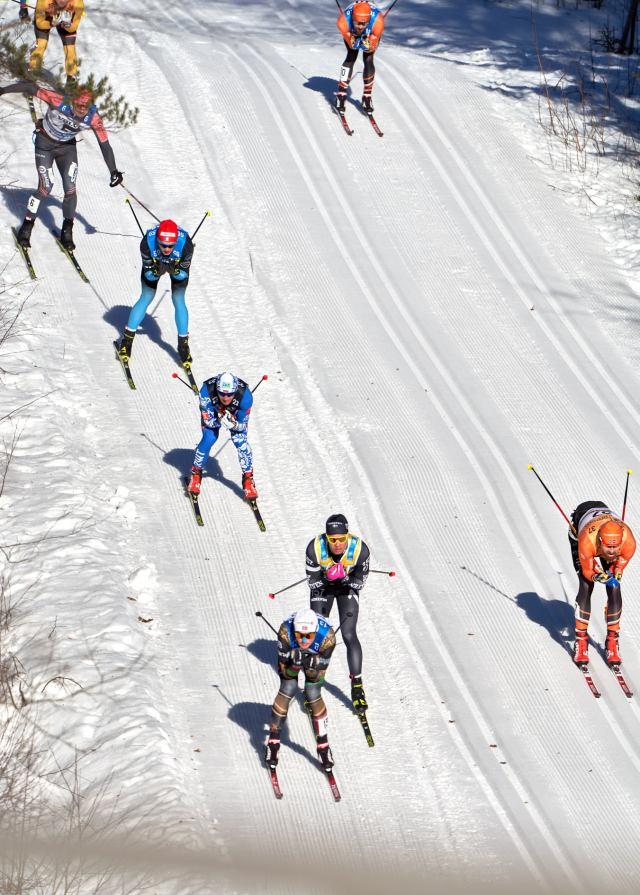 Ärt det Runar Skaug Mathiasen som står i spåret ner mot Vasslan? Och vad gör Nygaard med de tjocka handskarna till vänster i bild?