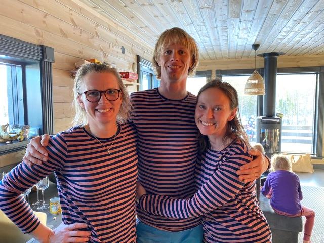 Syster Ellen Lindell, jag och Ida i underställtröjan från Niklas Berghs märke Trumpet Woolwear.