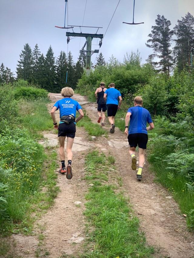 Uppför liftrännan i Bollekollen vid vertikala kilometern med några adepter från Wickström Coaching