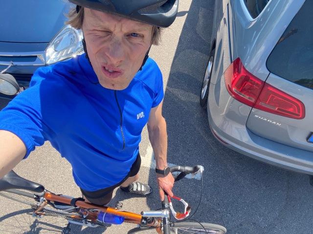 Tillbaks vid Halmstad Golfarena för att sätta cykeln på taket