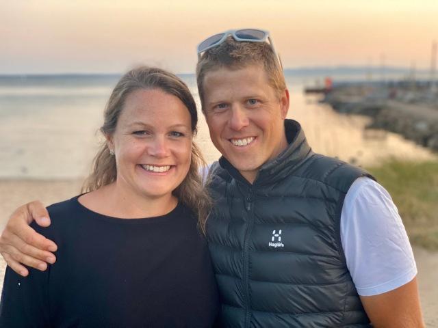 """Min skidgymnasiekompis Joakim """"Jochen"""" Gustafsson och Marie. Deras familj tittade förbi i Vejbystrand på väg ner mot Malmö och Österlen."""