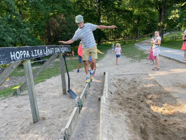 Vi lade en försvarlig mängd tid i Skåne djurpark på balansgång och längdhopp. I övrigt en bra djurpark tyckte vi!
