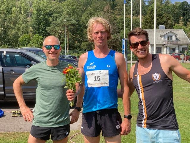 Herrsegrarna på 34 (Klas Johansson), 51 (jag) respektive 17 km (Adam Stenman) i Bjäre Trail Run 2021.