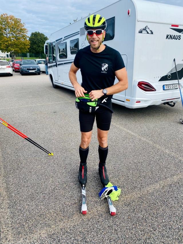 Min kompis Oscar Bergenholtz var dagens man. Man åkte till start hemifrån Målsryd (typ 50 min), åkte loppet på 28 km, varvade ner ett varv (7 km) och åkte sedan hem. 7 mil.